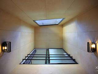 Pasillos, vestíbulos y escaleras modernos de 바이제로 Moderno