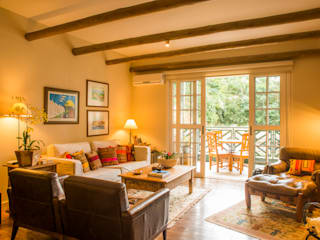Salas / recibidores de estilo  por Giselle Wanderley arquitetura, Rural