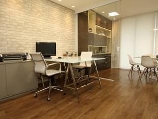 Espacios comerciales de estilo moderno de Serra Vaz Arquitetura e Design de Interiores Moderno