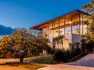 モダンな 家 の Ruschel Arquitetura e Urbanismo モダン