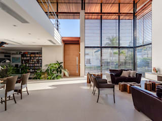 Puertas y ventanas modernas de Ruschel Arquitetura e Urbanismo Moderno