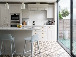 Swedish Elegance - Residential redecoration Cocinas modernas: Ideas, imágenes y decoración de SWM Interiors & Sourcing Ltd Moderno