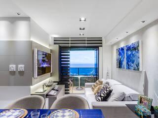 Moderne woonkamers van Arquitetura Sônia Beltrão & associados Modern