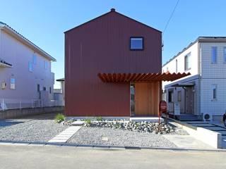 おおいわのこや: amp / アンプ建築設計事務所が手掛けた木造住宅です。