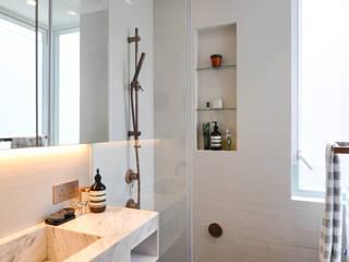 Bathroom Minimalist bathroom by homify Minimalist
