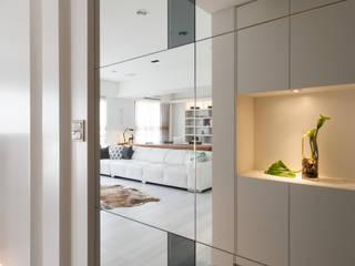 Couloir et hall d'entrée de style  par 北歐制作室內設計,
