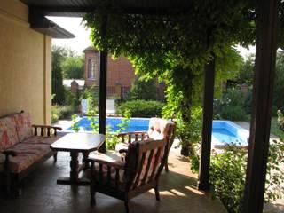 Mediterrane balkons, veranda's en terrassen van Центр Каркасных Технологий Mediterraan