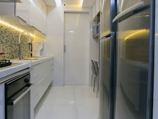 Kitchen units by Larissa Vinagre Arquitetos, Modern