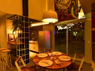 Cozinha de praia:  tropical por Karen Veras Arquitetura,Tropical