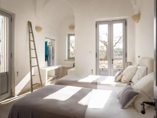Phòng ngủ phong cách Địa Trung Hải bởi architetto stefano ghiretti Địa Trung Hải