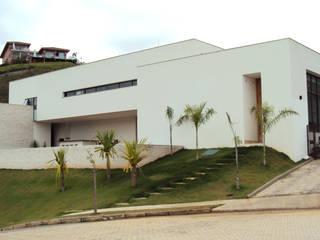 Casa Cristais: Condomínios  por GRUPO ARQUITETOS E URBANISTAS LTDA.,Minimalista