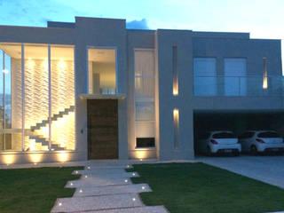 Fachada: Casas  por Squassoni Arquitetura e Construção