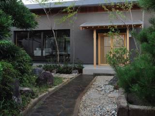 吉川弥志設計工房 Casas de estilo moderno