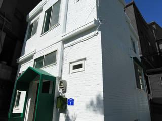 종로구 단독주택 리모델링: atelierBASEMENT의  주택