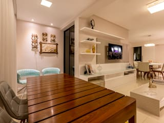 DM ARQUITETURA E ENGENHARIA Eclectic style living room Solid Wood Beige