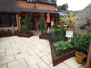 Courtyard Garden design & build, Brailes, Oxfordshire:   by Alexander John Garden Design & Maintenance