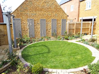 Cottage garden design Middleton Cheney, Banbury, Oxfordshire:   by Alexander John Garden Design & Maintenance