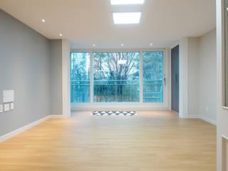 Salas / recibidores de estilo  por 달달하우스, Moderno