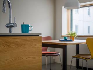 Scandinavian style dining room by 内田雄介設計室 Scandinavian