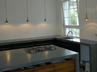 Betonkücheninsel:   von Traumraum&beton DESIGN by NONNAST