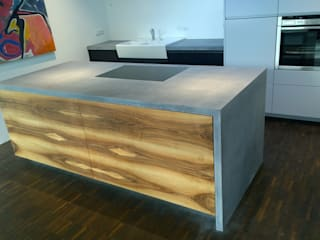 Betonküchenabdeckung:   von Traumraum&beton DESIGN by NONNAST