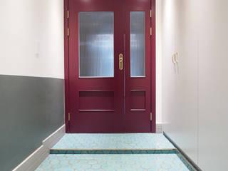 Puertas de estilo  por 달달하우스, Moderno
