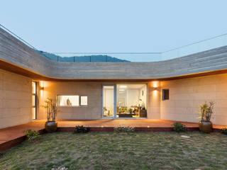 피시팜 하우스 (Fish Farm House) 모던스타일 주택 by 투엠투건축사사무소 모던