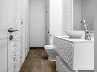 Fotografía Inmobiliaria: Baños de estilo  por FOTOIMX: Fotógrafo de Inmuebles en CDMX