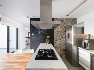 Casa do Lago - Cozinha Cozinhas modernas por Estúdio AZ Arquitetura Moderno