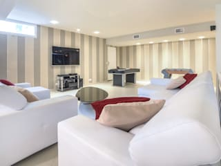 Modern media room by Bravo Benidorm, SL Modern