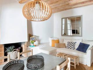 Proyecto Casa de Pueblo Costa Brava Salones de estilo mediterráneo de Nice home barcelona Mediterráneo