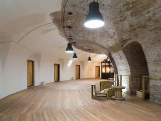 designerski hostel za niewielki budżet Industrialny korytarz, przedpokój i schody od UrbanForm Industrialny