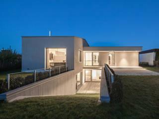 Lichthof: moderne Häuser von gerken.architekten+ingenieure