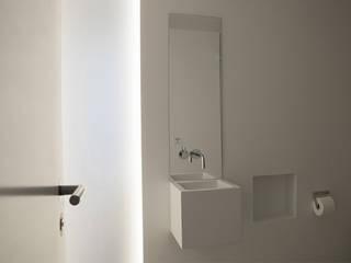 Blick in das Gäste WC:  Badezimmer von pauly + fichter planungsgesellschaft mbH