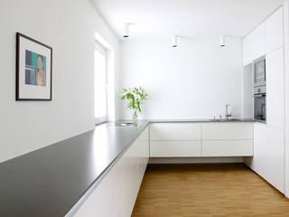 Blick in die Küche:  Küche von pauly + fichter planungsgesellschaft mbH