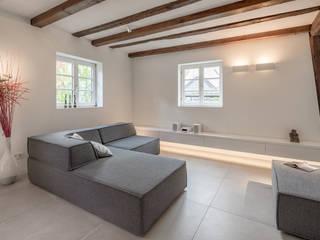 Wohnen: moderne Wohnzimmer von gerken.architekten+ingenieure