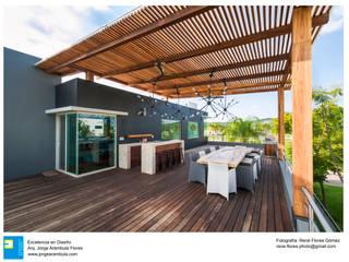 Casa Vista Lago Balcones y terrazas modernos de Excelencia en Diseño Moderno Madera Acabado en madera