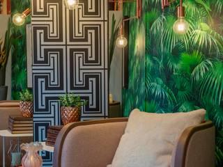 Vitrine - Loja Attuali Lojas & Imóveis comerciais tropicais por Erlon Tessari Arquitetura e Design de Interiores Tropical