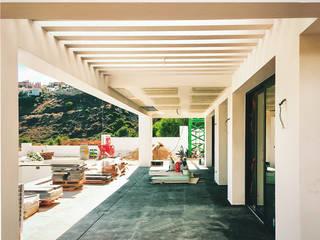 Balcones y terrazas de estilo moderno de Baltasar Ríos ARQUITECTOS Moderno