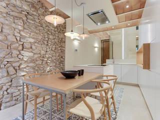 CASA SANT JOSEP Cocinas de estilo mediterráneo de Lara Pujol   Interiorismo & Proyectos de diseño Mediterráneo