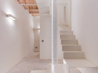 Ingresso, Corridoio & Scale in stile mediterraneo di Lara Pujol | Interiorismo & Proyectos de diseño Mediterraneo