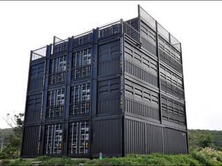 CONTAINER HOUSE「INN CAFE」 モダンな商業空間 の SUNDOWNERS STUDIO モダン