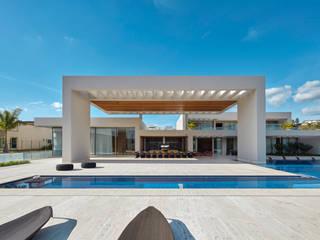 Casa em Nova Lima-MG: Casas familiares  por Lanza Arquitetos,Moderno Concreto
