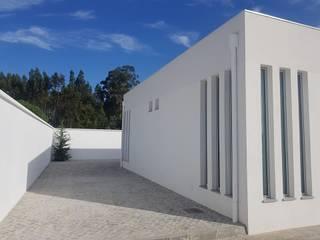 Capela Mortuária Casas modernas por PRINCA Moderno