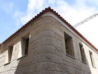 Reabilitação Moradia Casas clássicas por PRINCA Clássico