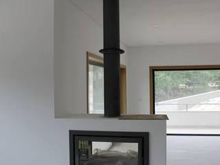 Construção de Moradia Salas de estar modernas por PRINCA Moderno