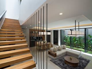 'S' house:  Koridor dan lorong by Simple Projects Architecture
