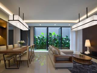 'S' house: Ruang Keluarga oleh Simple Projects Architecture, Tropis Granit