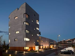 Nordial Center of Mirandela - Mjarc by Maria João e Ricardo Cordeiro by MJARC - Arquitectos Associados, lda Сучасний