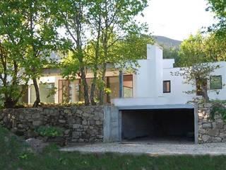 Holidays House Cerveira by MJARC - Arquitectos Associados, lda Сучасний